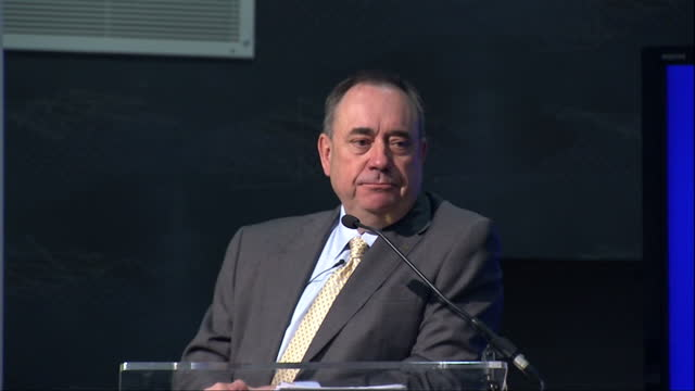 vídeos de stock e filmes b-roll de interior shots of scotland's first minister alex salmond giving a speech at a public discussion on scottish independence on may 27 2014 in rutherglen... - escócia