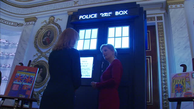 vídeos y material grabado en eventos de stock de interior shots of sophie, countess of wessex looking at a model of the tardis and speaking to current doctor who writer stephen moffat next to a... - doctor who