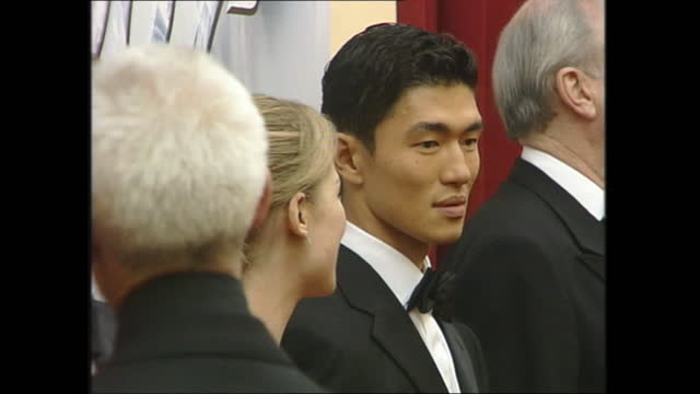 """interior shots of stars at """"die another day"""" film premiere in royal albert hall on 18 november 2002 in london, united kingdom - 007 ダイ・アナザー・デイ点の映像素材/bロール"""