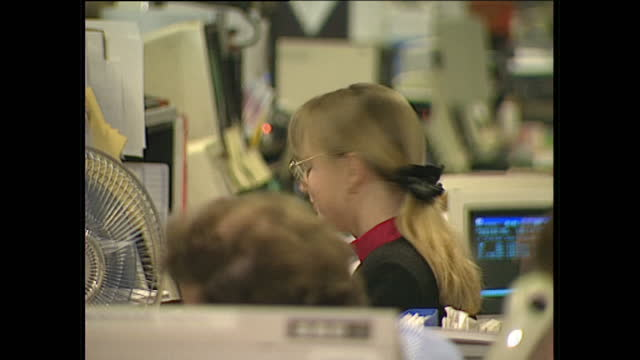 interior shots of stock market traders at their desks on the trading floor at goldman sachs on may 24 1989 in london, england. - elektrogeschäft stock-videos und b-roll-filmmaterial