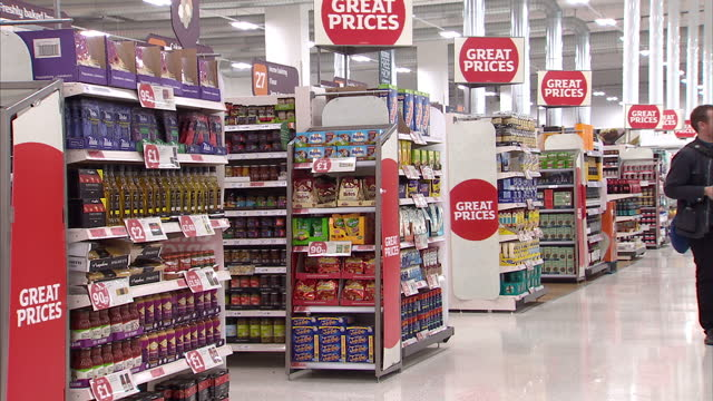 vídeos de stock e filmes b-roll de interior shots of supermarket aisles in side sainsbury's new nine elms flagship store>> on october 11 2016 in london england - sainsburys