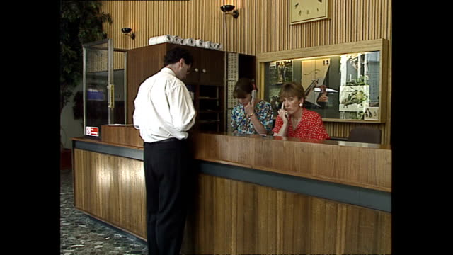 vídeos y material grabado en eventos de stock de interior shots of the bbc television centre reception area with people coming and going on may 20, 1992 in london, england. - bbc