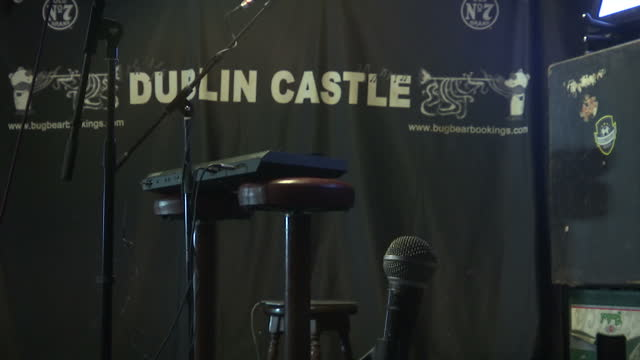 interior shots of the dublin castle pub stage set up with keyboard and microphones on january 26, 2017 in london, england. - popmusik konzert stock-videos und b-roll-filmmaterial