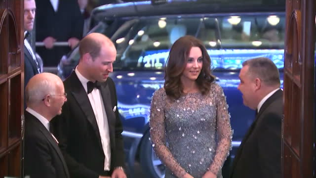vídeos de stock e filmes b-roll de interior shots of the duke and duchess of cambridge arriving at the palladium theatre to attend the royal variety performance on november 24, 2017 in... - realeza