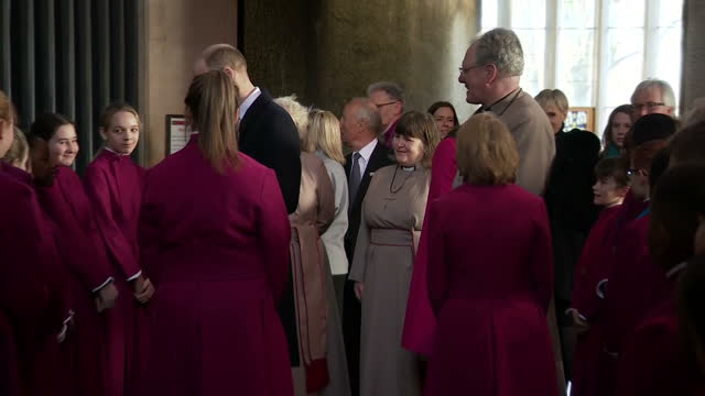 vídeos y material grabado en eventos de stock de interior shots of the duke and duchess of cambridge meeting choristers after attending a service at coventry cathedral on january 16 2018 in coventry... - coventry