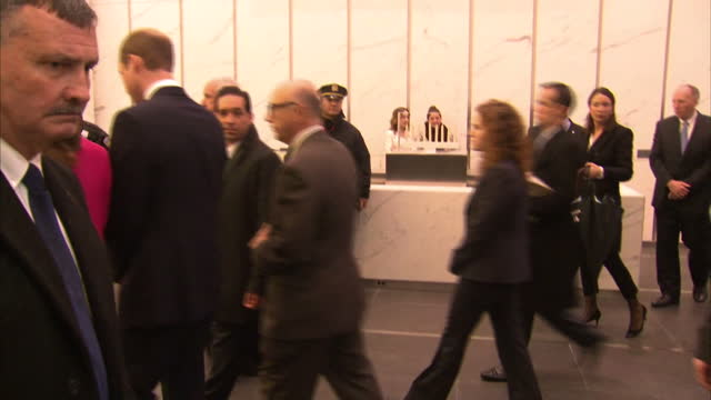 vidéos et rushes de interior shots of the duke and duchess of cambridge visiting the national september 11 museum.>> on december 09, 2014 in new york, united states. - museum