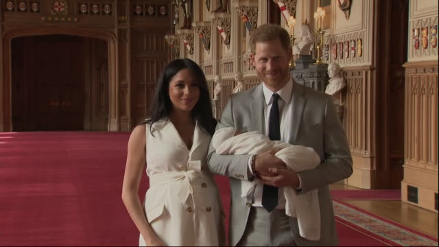 stockvideo's en b-roll-footage met interior shots of the duke and duchess of sussex making the first public appearance with their new baby archie harrison mountbatten-windsor at... - verschijning