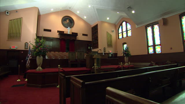 interior shots of the ebenezer baptist church where martin luther king sr delivered sermons including pews and pulpit on august 28 2013 in atlanta... - martin luther religious leader stock videos & royalty-free footage