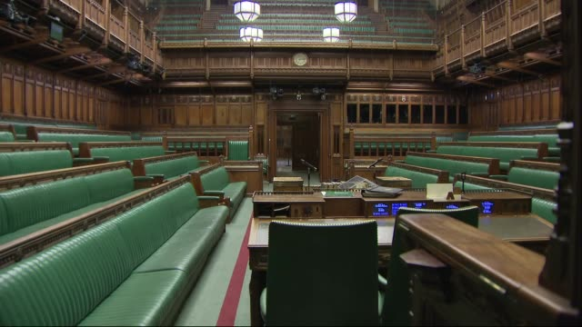 stockvideo's en b-roll-footage met interior shots of the empty house of commons chamber with its green leather benches and wooden panneling on 11 march 2019 in london, united kingdom - parliament building