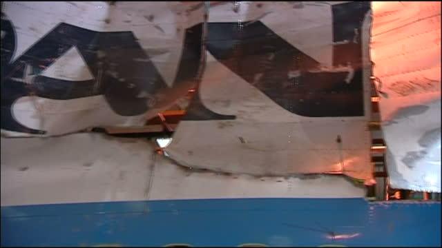 vídeos y material grabado en eventos de stock de interior shots of the pieced together wreckage of pan am 103 in a hangar on august 13, 2009 in farnborough, hampshire. - hampshire