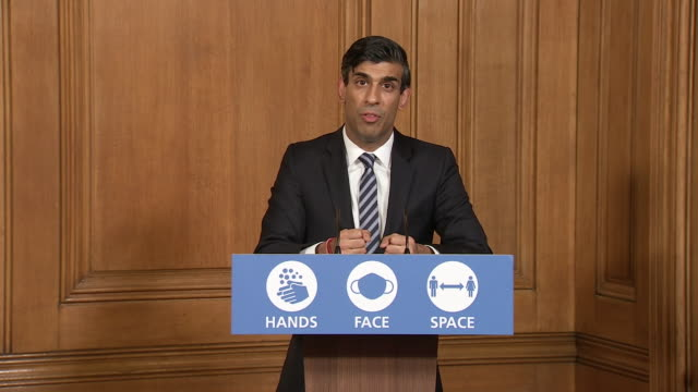 interior shots of the prime minister boris johnson holding the downing street briefing alongside rishi sunak and chief scientific advisor sir patrick... - prime minister's questions stock videos & royalty-free footage