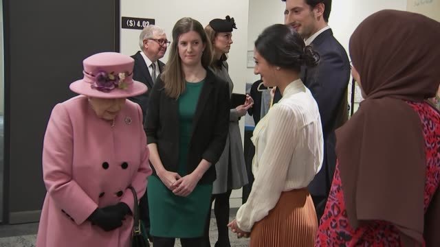 interior shots of the queen and catherine,duchess of cambridge, meeting students at the official re-opening of bush house at king's college on 19... - キングスカレッジ点の映像素材/bロール
