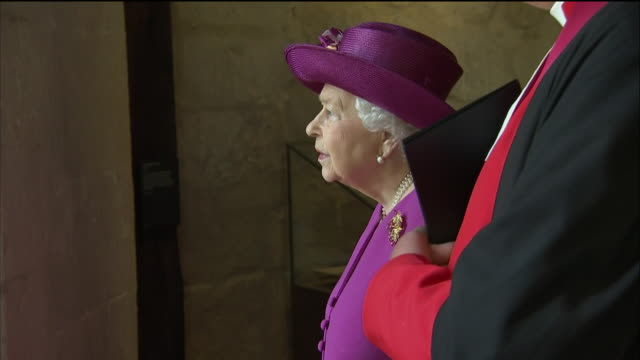 vídeos de stock, filmes e b-roll de interior shots of the queen and prince charles at westminster abbey to formally launch the queen's diamond jubilee galleries inspecting various... - 2018
