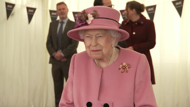 interior shots of the queen and prince william visiting the defence science and technology laboratory meeting officals and members of staff on 15... - エリザベス2世点の映像素材/bロール