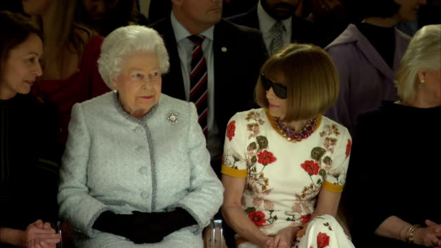 vídeos de stock, filmes e b-roll de interior shots of the queen being introduced to dame anna wintour before taking her seat to watch a runway show at london fashion week>> on february... - semana da moda de londres