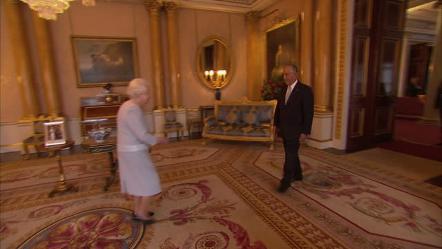 Interior shots of The Queen greeting President Marcelo de Sousa at Buckingham Palace on November 17 2016 in London England