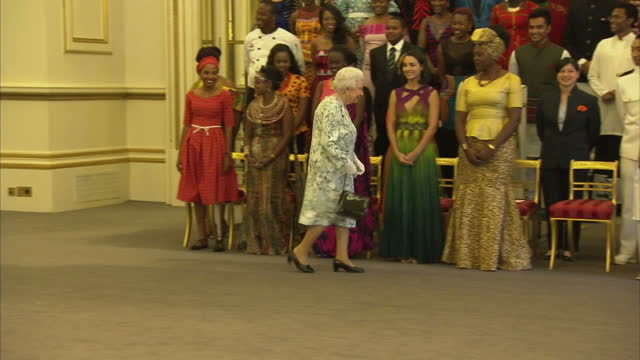 interior shots of the queen posing for a group photograph with the winners of the 2017 queen's young leaders award on june 29 2017 in london england - 2017 stock-videos und b-roll-filmmaterial