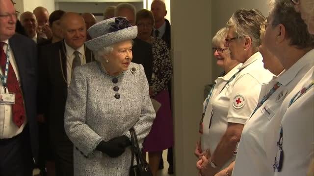 vídeos de stock, filmes e b-roll de interior shots of the queen visiting aberdeen royal infirmary and meeting members of hospital staff - 2017