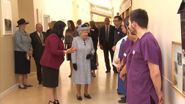 vídeos de stock, filmes e b-roll de interior shots of the queen visiting sue ryder dee view court and meeting residents and staff during a tour of the neurological care centre - 2017
