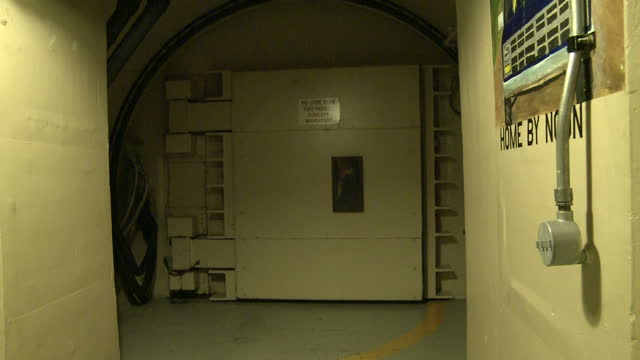 interior shots of the reinforced blast doors in an active nuclear bunker being closed on 1 june 2017 in wyoming united states - 防空壕点の映像素材/bロール