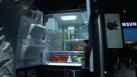 vidéos et rushes de interior shots of the samsung family hub smart refrigerator on display at ces 2016.>> on january 07, 2016 in las vegas, nevada. - tenue soignée