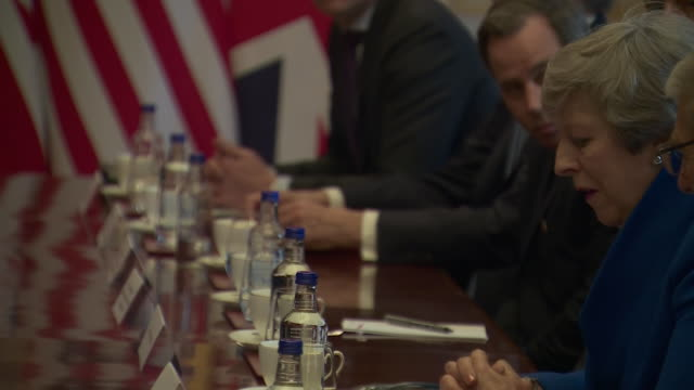 vídeos y material grabado en eventos de stock de interior shots of theresa may in a round-table meeting with donald trump and business leaders, trump discussing a trade deal with the uk on 4 june... - visita de estado
