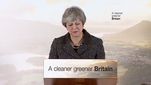 interior shots of theresa may making a speech at the london wetlands centre announcing the government's new environmental plan to cut down avoidable... - プラスチック汚染点の映像素材/bロール