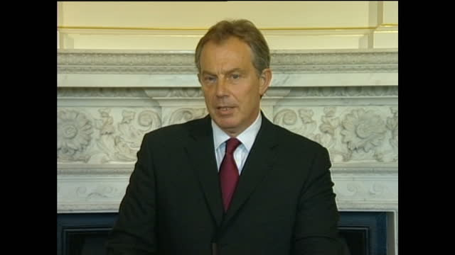 interior shots of tony blair, prime minister making a statement from number 10 downing street, after the london terrorist attacks on july 7, 2005 in... - terrorismo video stock e b–roll