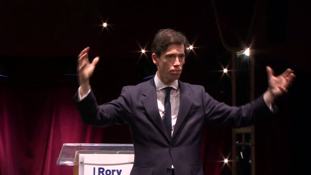 vídeos de stock, filmes e b-roll de interior shots of tory leadership candidate rory stewart making his leadership bid launch speech on 11 june 2019 in london united kingdom - partido conservador britânico