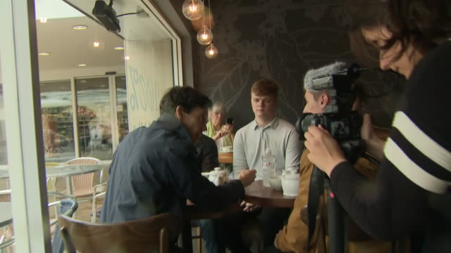 interior shots of tory leadership hopeful rory stewart mp meeting members of the public in a tea shop on 29 may 2019 in warrington united kingdom - staatsdienst stock-videos und b-roll-filmmaterial