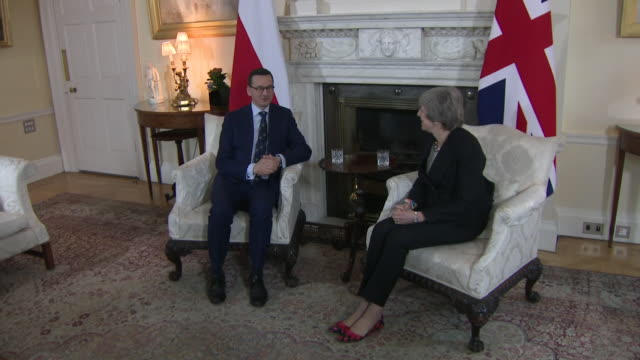 interior shots of uk prime minister theresa may sitting down with poland's prime minister mateusz morawiecki in number 10 downing street on 20... - 大臣点の映像素材/bロール