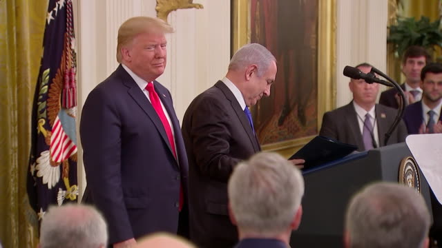 interior shots of us president trump introduces israeli prime minister netanyahu at press conference on 28th january 2020 in washington, united states - benjamin netanyahu stock videos & royalty-free footage