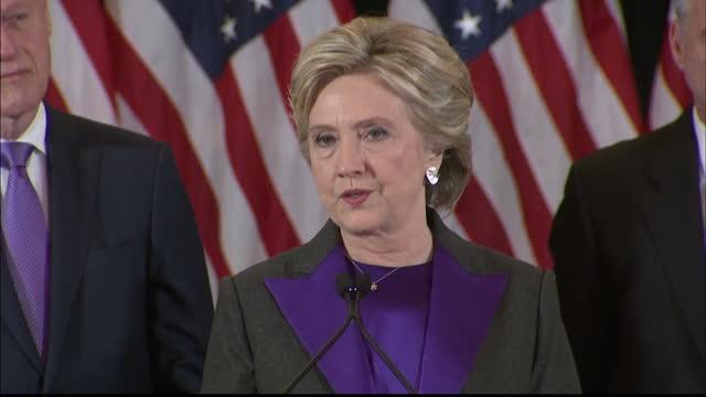vídeos y material grabado en eventos de stock de interior shots of us presidential candidate hillary clinton making her concession speech and looking emotional on november 9, 2016 in new york,... - angustiado