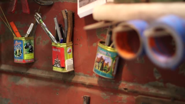 interior shots of various metallurgy tools chelsea miller knives workshop in brooklyn new york on no sound close up shot of a vice grip on a table... - metallurgy stock videos & royalty-free footage
