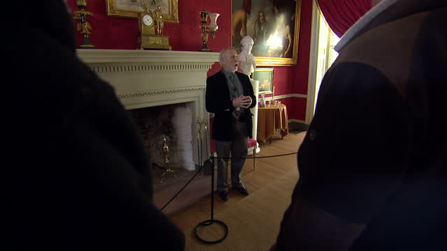 interior shots of visitors on a guided tour of fourth us president james madison on february 29, 2016 in washington, dc. - ジェームズ・マディソン点の映像素材/bロール