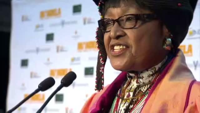 vídeos de stock, filmes e b-roll de interior shots of winnie madikizelamandelaexwife of former south african president nelson mandela speaking at the premiere of the biographical film... - biografia