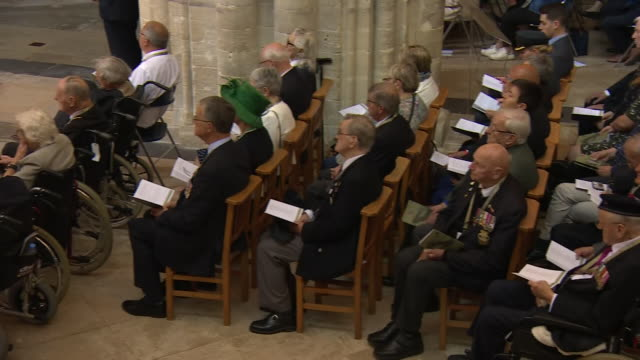 vídeos y material grabado en eventos de stock de interior shots of world leaders and veterans attending remembrance service at the cathedral of bayeux to commemorate 75th anniversary of the dday... - servicio religioso