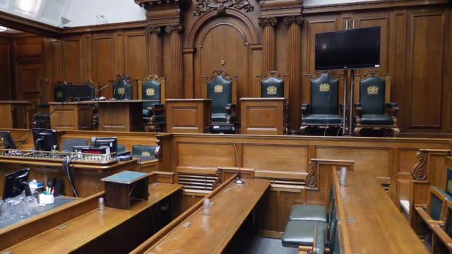 stockvideo's en b-roll-footage met interior shots old bailey court rooms on 13 january 2020 in london united kingdom - gerechtsgebouw