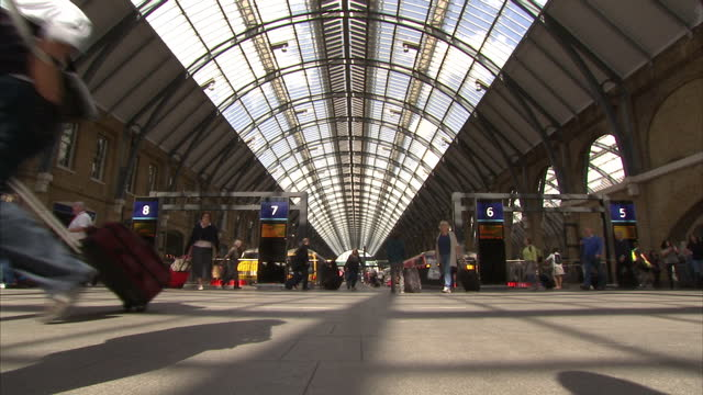 interior shots passengers at king's cross train station mostly anonymous station on august 28 2015 in london england - bahnreisender stock-videos und b-roll-filmmaterial