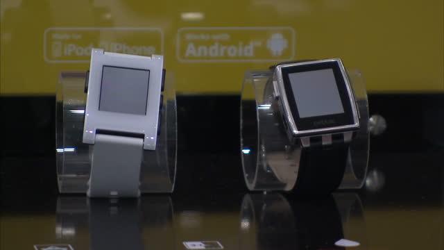 vídeos de stock, filmes e b-roll de interior shots pebble smart watch being shown at mobile world congress interior shots android smart watches on display on march 03 2015 in barcelona... - estereótipo