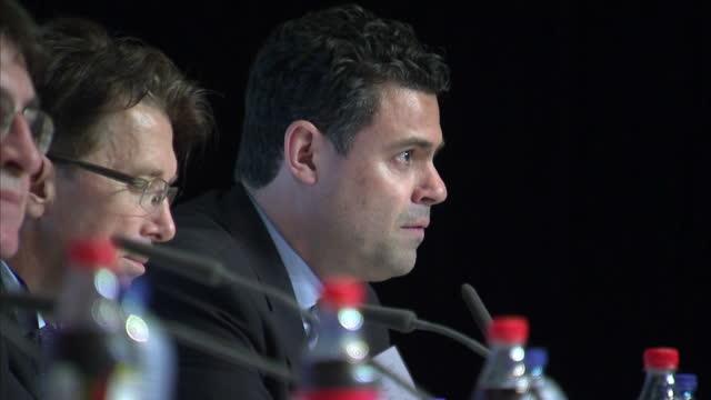 vídeos de stock, filmes e b-roll de interior shots pedro pinto uefa chief of communications speaking at uefa euro 2016 kick off press conference on june 08 2016 in paris france - euro 2016