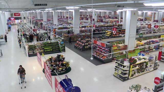 vídeos de stock e filmes b-roll de interior shots people shopping in sainsbury's supermarket on 6th february 2019 in london england - sainsburys