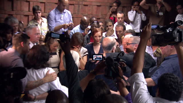 interior shots pistorius family huddle together pistorius family grouped together in courtroom at pretoria magistrates court on february 22 2013 in... - オスカー・ピストリウス点の映像素材/bロール