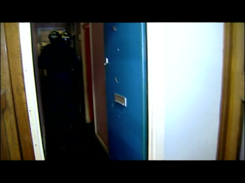 vidéos et rushes de interior shots police task force break down door & storm into property with battering ram. exterior nightshots police motorcyclists in convoy parked... - police force