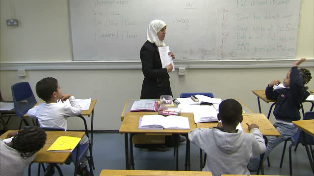 interior shots primary school classroom with children being taught spelling by muslim teacher primary school children in spelling class on november... - 1 minute or greater stock videos & royalty-free footage