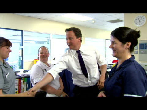 interior shots prime minister david cameron meets & chats with nurses & medical staff at ealing hospital. interior shots david cameron chats with a... - 30 seconds or greater stock videos & royalty-free footage