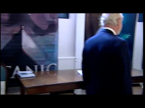 interior shots prince charles & camilla duchess of cornwall, browsing the royal crown derby titanic exhibition ''history on a plate.'' charles &... - タイタニック号点の映像素材/bロール