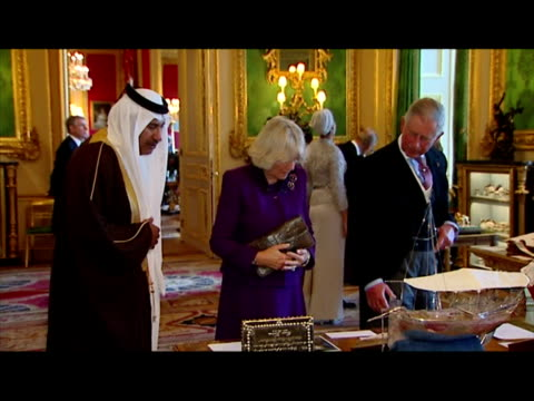 vidéos et rushes de interior shots prince charles, prince of wales & camilla duchess of cornwall browsing exhibition of qatari related items from the royal collection... - 50 secondes et plus