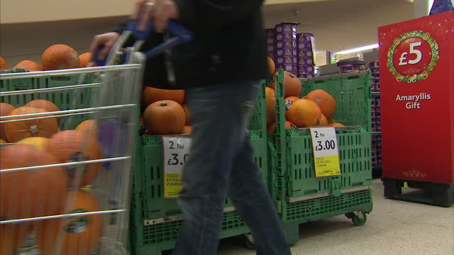 interior shots pumpkins for sale in tesco shop as customers put them into their trolleys on october 14 2014 in london england - for sale frase inglese video stock e b–roll