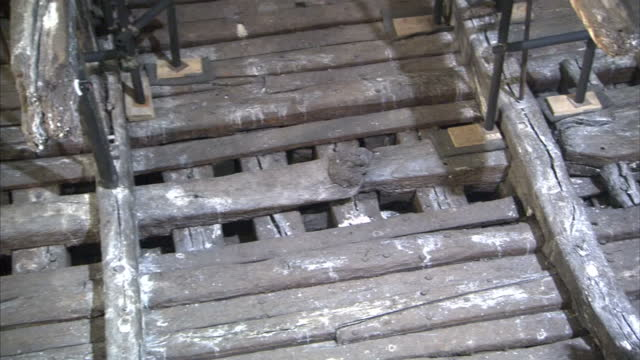 interior shots raised shipwrecked hull of the mary rose with exposed timbers on display - militärschiff stock-videos und b-roll-filmmaterial